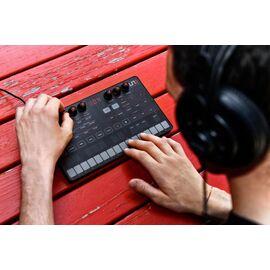 Портативний аналоговий синтезатор IK MULTIMEDIA UNO Synth, фото 4